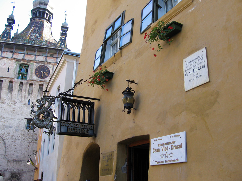 02-restaurant-casa-vlad-dracu-draculas-childhood-home
