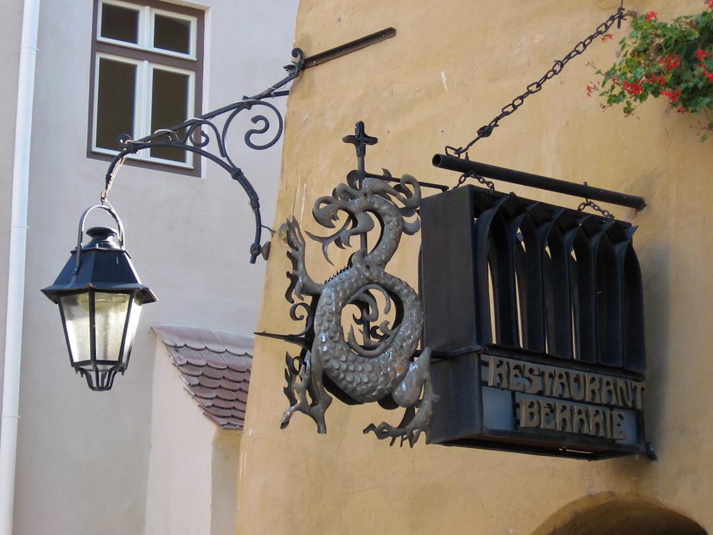 03-restaurant-berarie-draculas-birthplace-transylvania