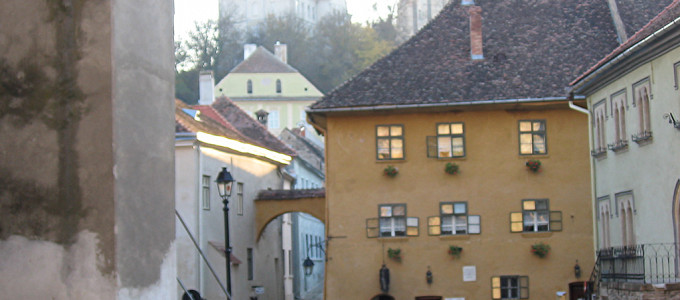 04-vlad-the-impaler-draculas-birthplace-sighisoara